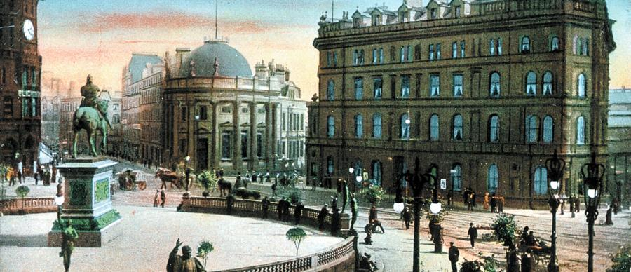 An old photograph of Edwardian Queen's Square, Leeds