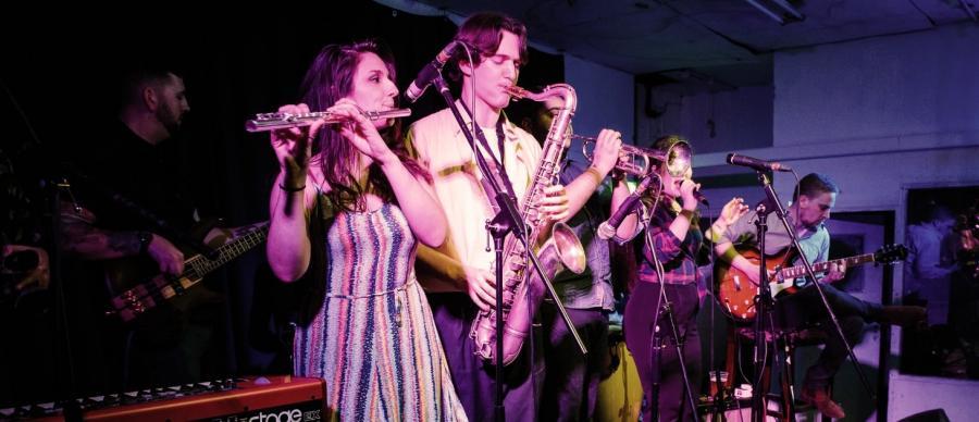 Tempo Feliz - 8 piece Brazilian jazz band based in Leeds